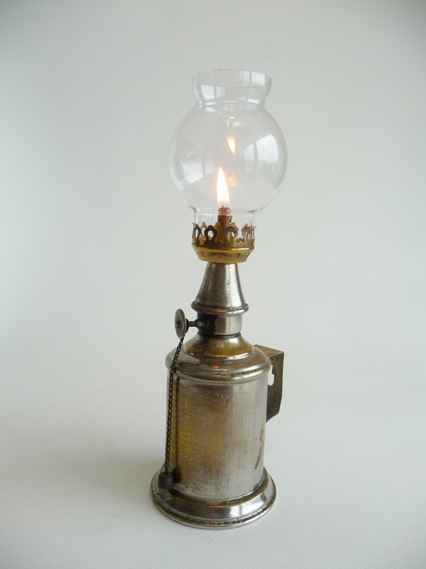 Antique French 'Veritible' Pigeon Lamp